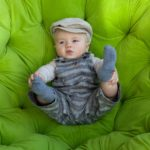 Joli bébé avec sa casquette