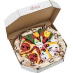 Des chaussettes humoristiques designées comme une pizza et rangées dans une boîte à pizza