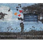 Couple en ombre qui s'embrasse avec une citation sur l'amour